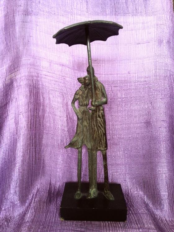 風雨同路 銅雕 | JCR Collections
