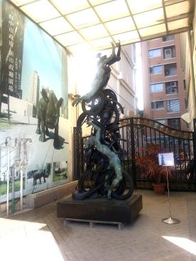 台中的一天-街上銅雕(1)