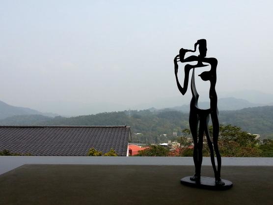 富貴三義館-許維忠之銅雕 〝站立的母女體〞